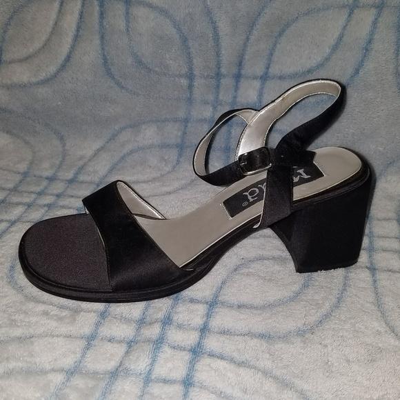 58e07448137 MUDD Black Chunky Heel Sandals Heels 8.5 M. M 5b3586f23c98445401b7257d